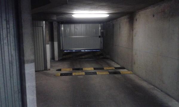 photos des ralentisseurs dans le parking souterrain